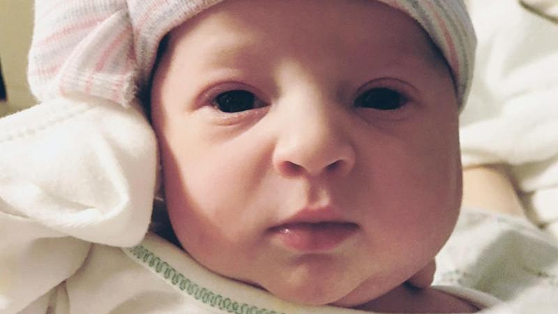 26-летняя женщина родила малышку, зачатую четверть века назад