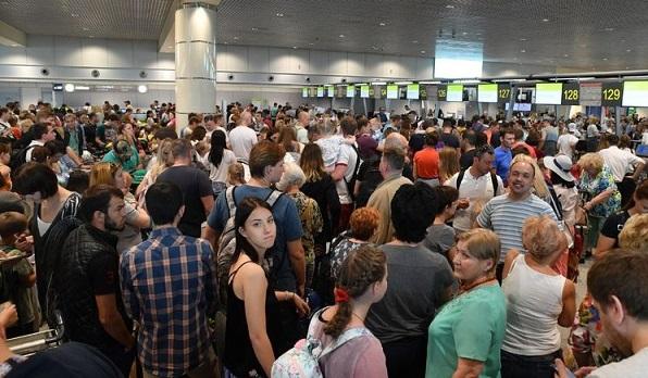 В «Домодедово» произошел масштабный сбой системы регистрации пассажиров