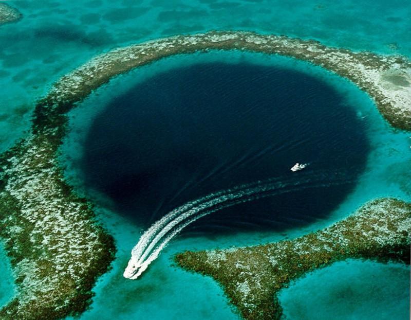 9. Большая голубая дыра жизнь, интересное, красота, мир, природа, феномен, фото, явление