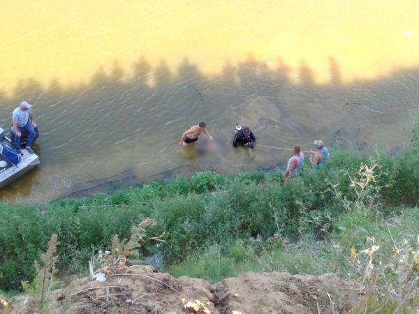 Мужчина погиб в упавшем в реку внедорожнике под Астраханью