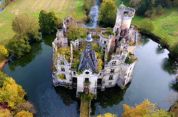 У старинного французского замка появилось более 7000 владельцев
