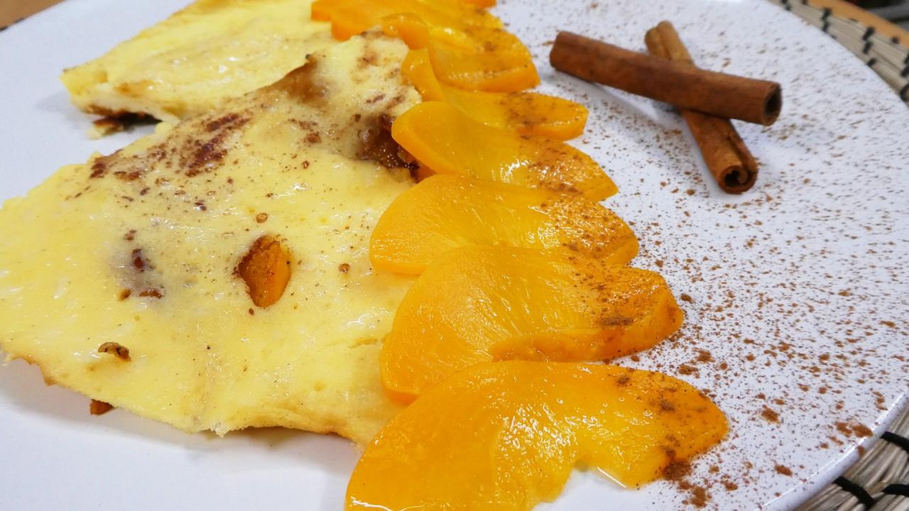 Сладкий омлет с персиками