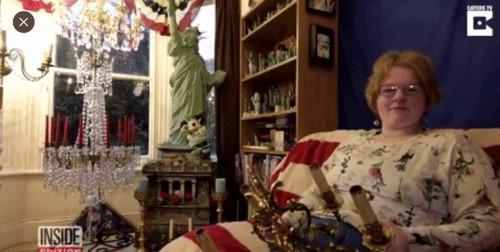 ЕВРОПЕЙСКИЕ НОВОСТИ : Британка обручилась с немецкой люстрой, купленной на eBay за 400 фунтов