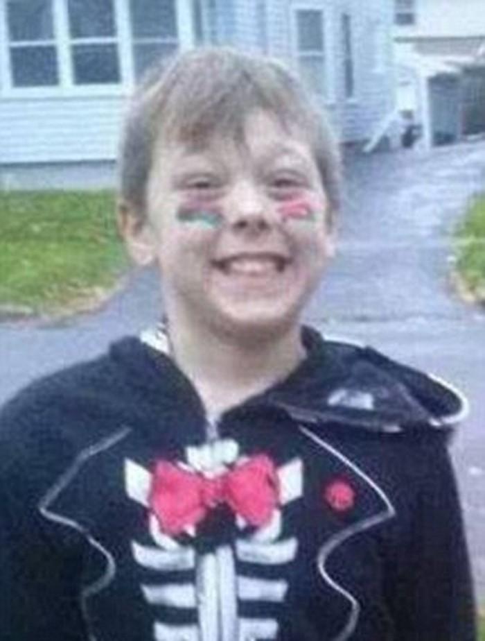 Скорбящие пожарные выстроились перед гробом 8-летнего мальчика. Героизм ребенка потряс офицеров!