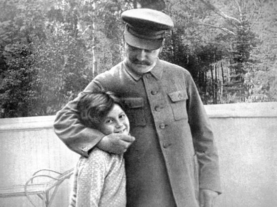 Почему дочь Сталина после его смерти иммигрировала в США