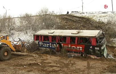 Автобус в Подмосковье мог опрокинуться из-за погодных условий