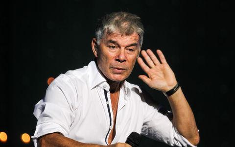 Олег Газманов попал в ДТП из-за ям на дороге