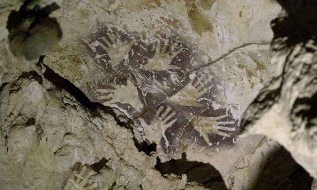 Загадочный рисунок внутри многокилометровой пещеры в Индонезии