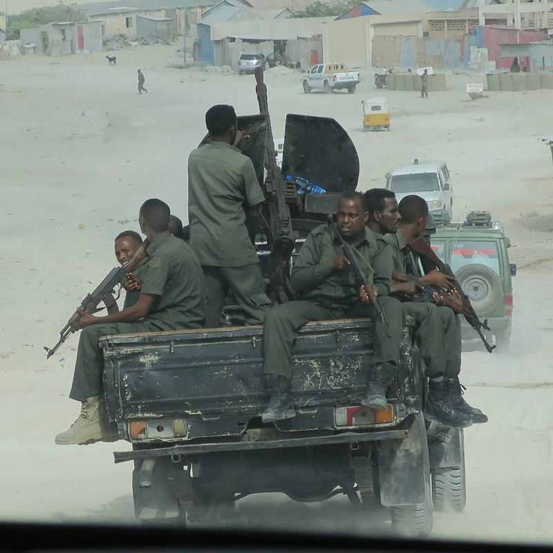 Хотя исламистов и выбили из города, но радикалы периодически устраивают терракты Могадишо, жители Сомали, сомали
