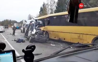 МЧС: 13 человек погибли, четверо пострадали в ДТП под Тверью