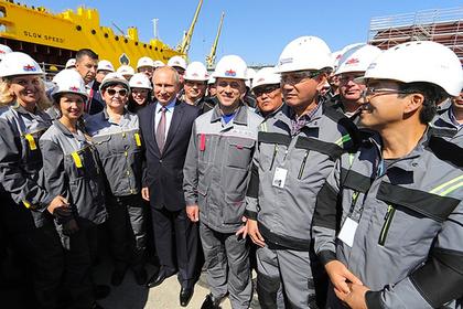 Путин услышал о низкой зарплате рабочих и не поверил