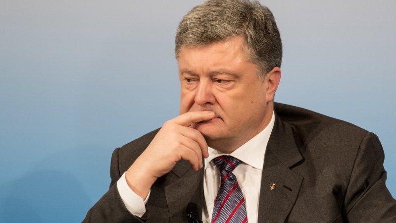 Зрада: Порошенко сбежал от разгневанных украинцев под крики «Позор!»