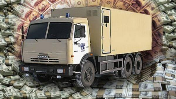 Готовимся к санкциям: доллары в России возят КАМАЗами