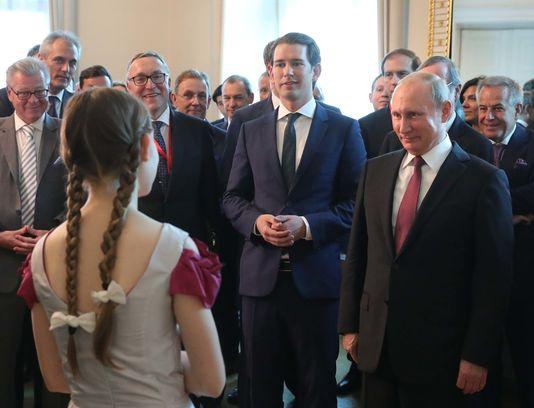 Путин прячет когти перед европейцами