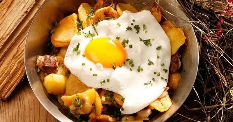 Традиционное жаркое по-тирольски в домашнем исполнении: истинно мужское блюдо.