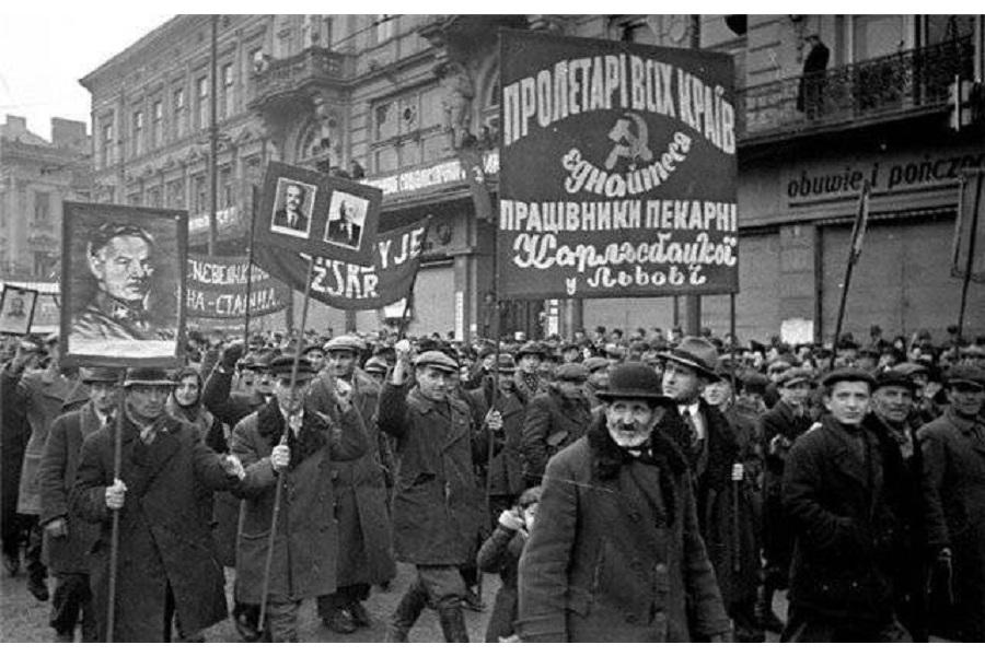 27.10.1939 Народное Собрание приняло Декларацию о вхождении Западной Украины в состав УССР