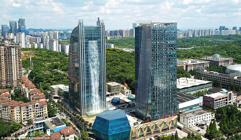Небоскреб с водопадом – застройщики Китая не перестают удивлять