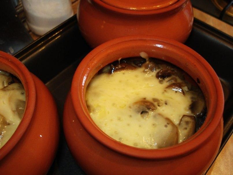Ароматное мясо в горшочке с картофелем и сыром. Пошаговое приготовление