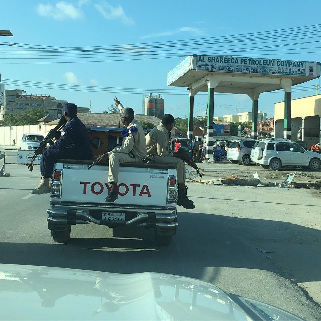 В городе можно часто встретить военные патрули Могадишо, жители Сомали, сомали