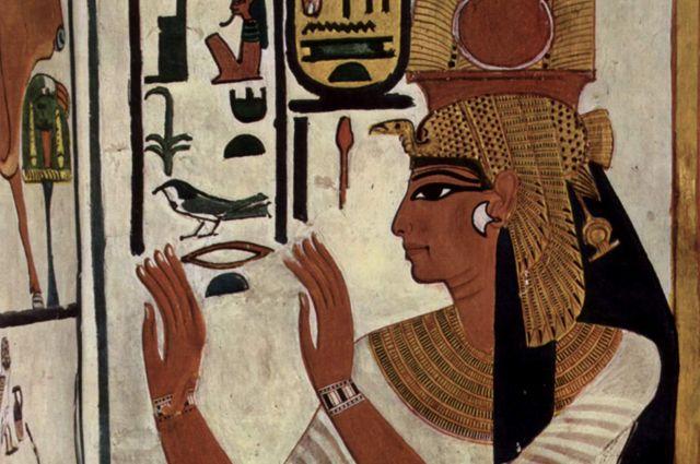 Археологи нашли золотую верхушку одной из последних пирамид Египта