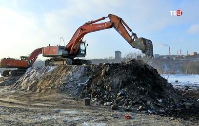 Собянин осмотрел ход строительства нового парка в Печатниках