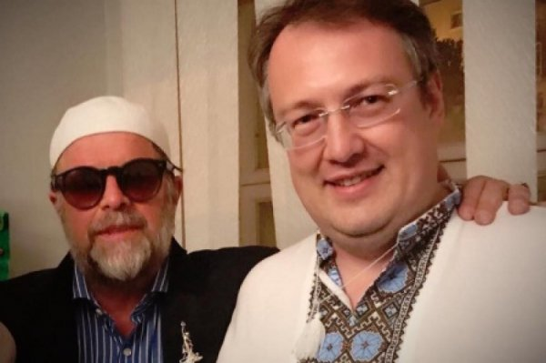 Нашим и вашим за копейку спляшем: БГ обнялся с организатором «Миротворца» Антоном Геращенко
