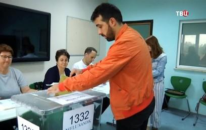 В Турции в связи с выборами повышены меры безопасности