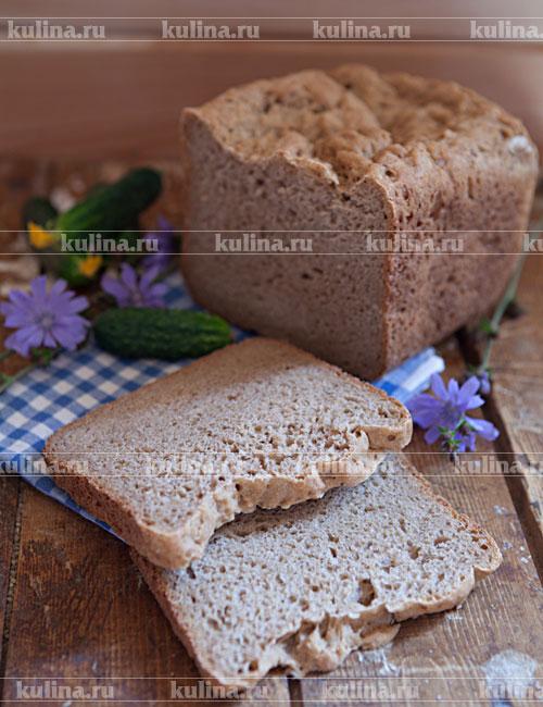 Готовый хлеб полностью остудить, нарезать ломтиками и подать к столу. Приятного аппетита!