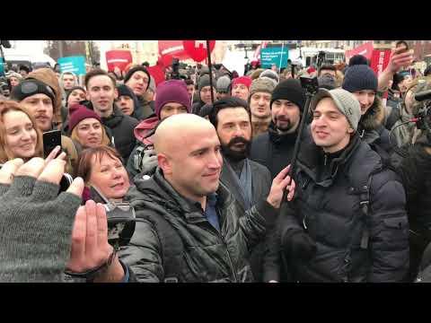 «Кучка предателей и дебилов». Грэм Филлипс на митинге Навального