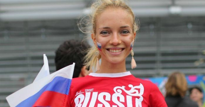 «Гламурные русские против скромных арабок»: западные СМИ поражены контрастом между российскими фанатками и болельщицами из Саудовской Аравии
