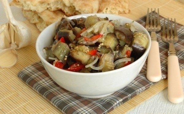 Салат «Баклажаны с перцем» — пикантная закуска к мясу!