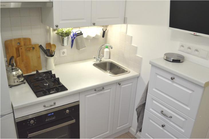 Рейлинги в интерьере очень маленькой кухни