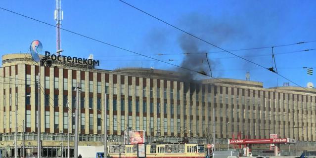 Очевидцы: горит здание Росте…