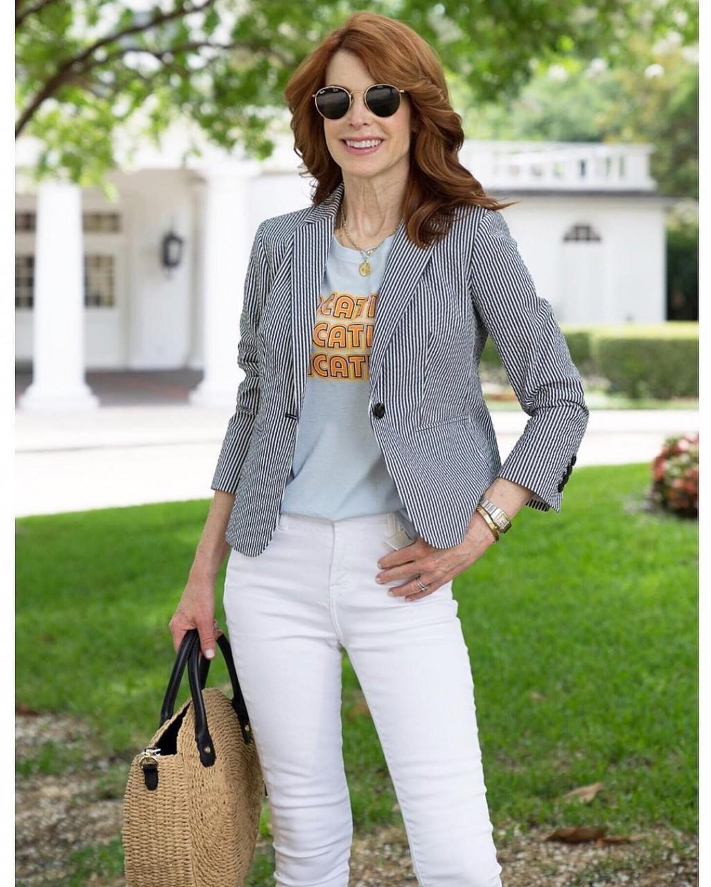 5 классных советов от стилистов как красиво собрать образ с джинсами для леди 40+