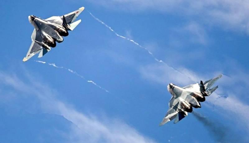 Эффектный боевой разворот пары Су-57 попал на видео