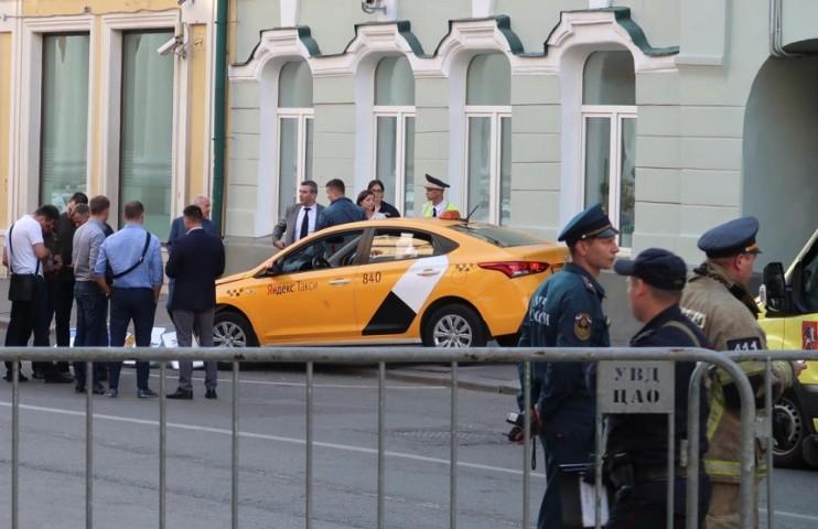 Собянин: таксисты должны работать только с российскими водительскими удостоверениями