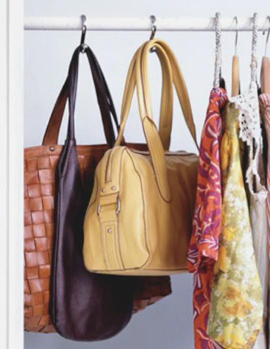 Хранение сумок в шкафу.
