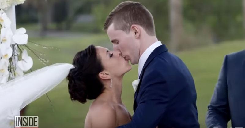 Жених и невеста целуются. Че…