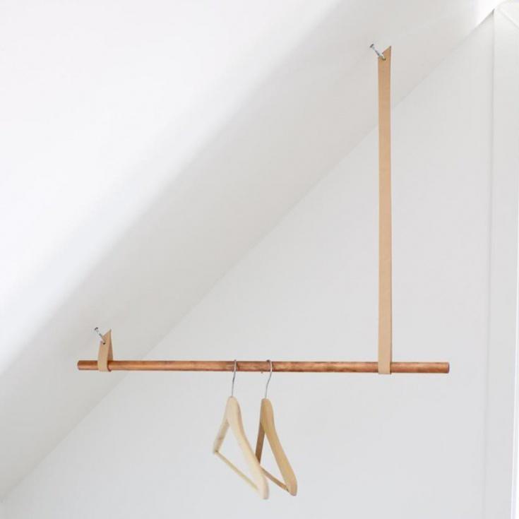 Вешалка на скошенный потолок