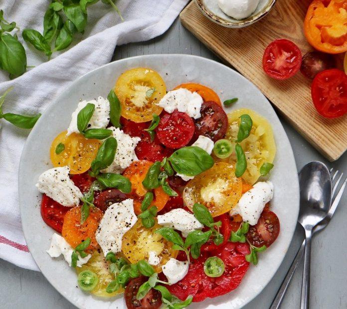 Любимый летний салат — Капрезе. Вкусный и ароматный!