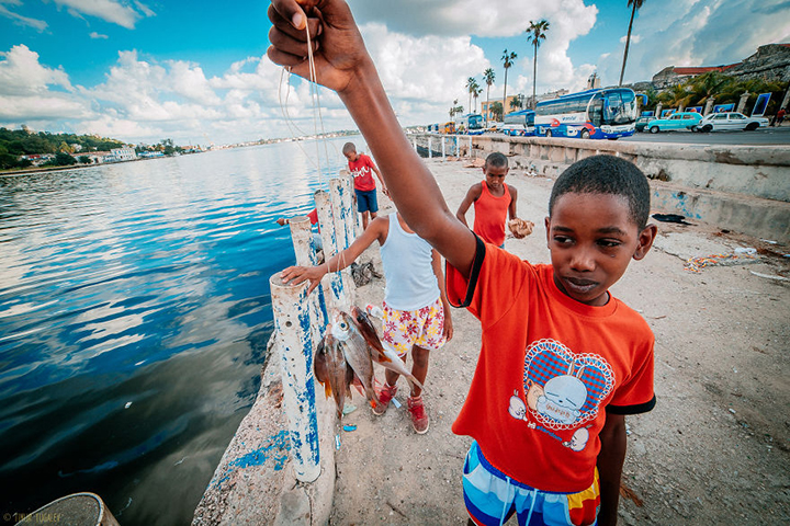i-spent-20-days-in-cuba-documenting-the-life-of-local-people-4__880
