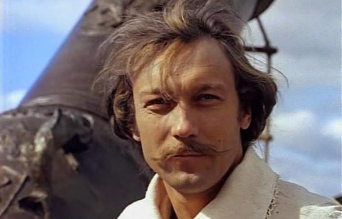 За кадром фильма «Тот самый Мюнхгаузен»: Почему Янковского не хотели утверждать на роль, а Абдулов на съемках ломал пальцы