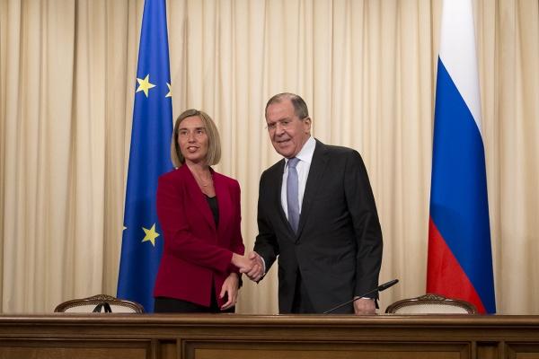 Лавров спросил Могерини, почему санкции введены только против России
