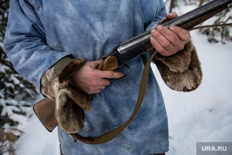 Пермских охотников, спасших детей в лесу, чиновники отблагодарили педикюрным набором. ФОТО