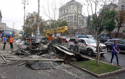 В центре Киева после ливня провалился асфальт