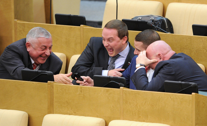 """Чиновники России: """"Жируем? Да что вы, живём как все!"""""""