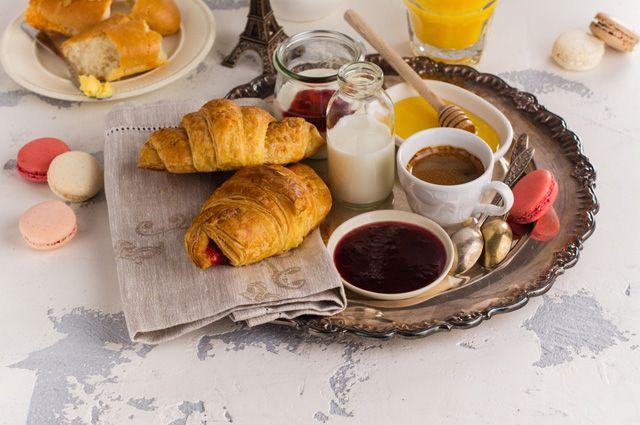 Запрет на булочки и кофе. Что нельзя есть на завтрак