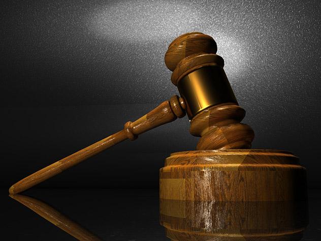 Судьи взяли самоотвод при рассмотрении дела бывшей коллеги, упавшей на свадьбе