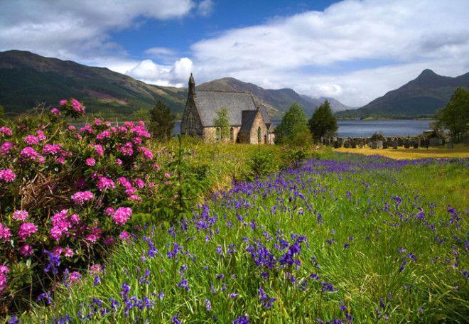Епископальная Церковь Святого Джона среди цветущих лугов