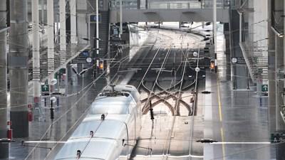 Обнаружены ящики потерпевшего крушение поезда
